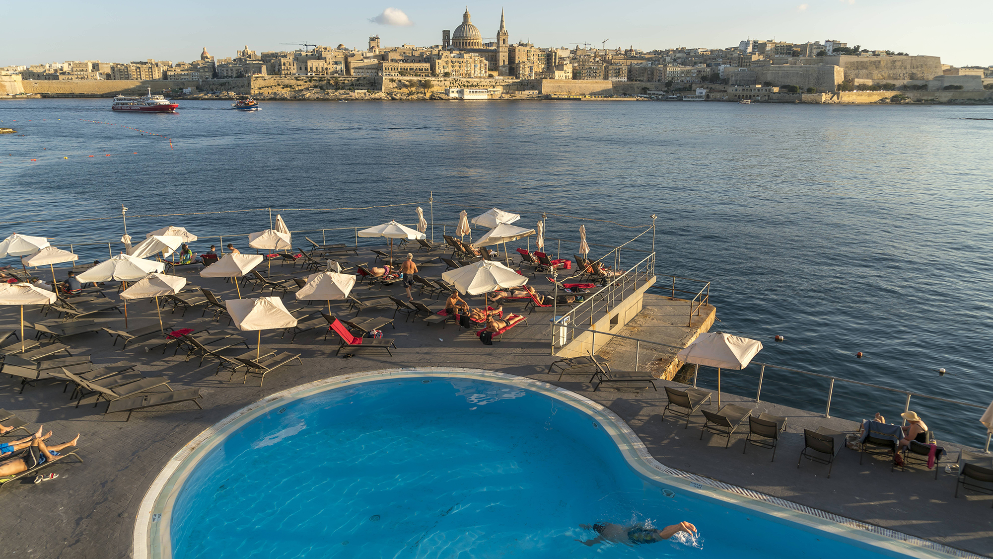 Pool, Hotel Fortina, Stadtansicht von Valletta, Malta Pool, Hotel Fortina, City view of Valletta, Malta PUBLICATIONxINxGERxSU