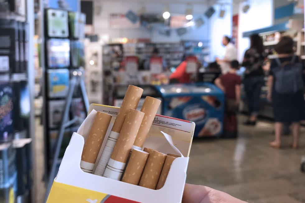 unispital verbannt zigaretten aus dem kiosk regal tageswoche. Black Bedroom Furniture Sets. Home Design Ideas