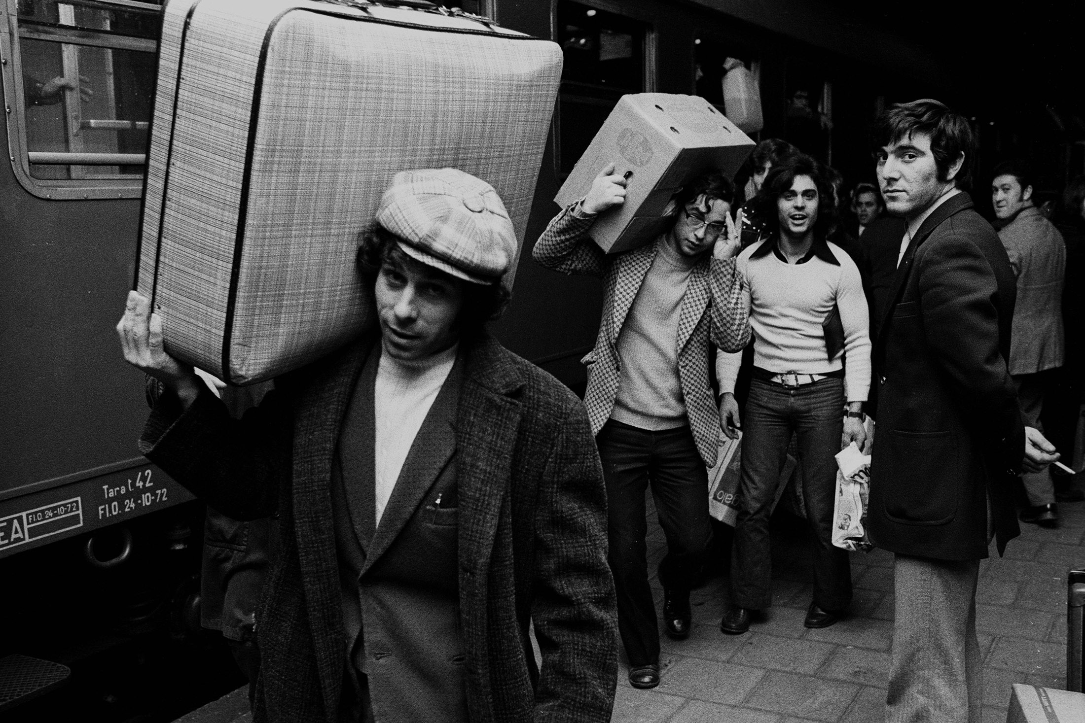 Bildnummer: 52987427  Datum: 16.12.1972  Copyright: imago/RustItalienische Gastarbeiter auf dem Weg in den Weihnachtsurlaub