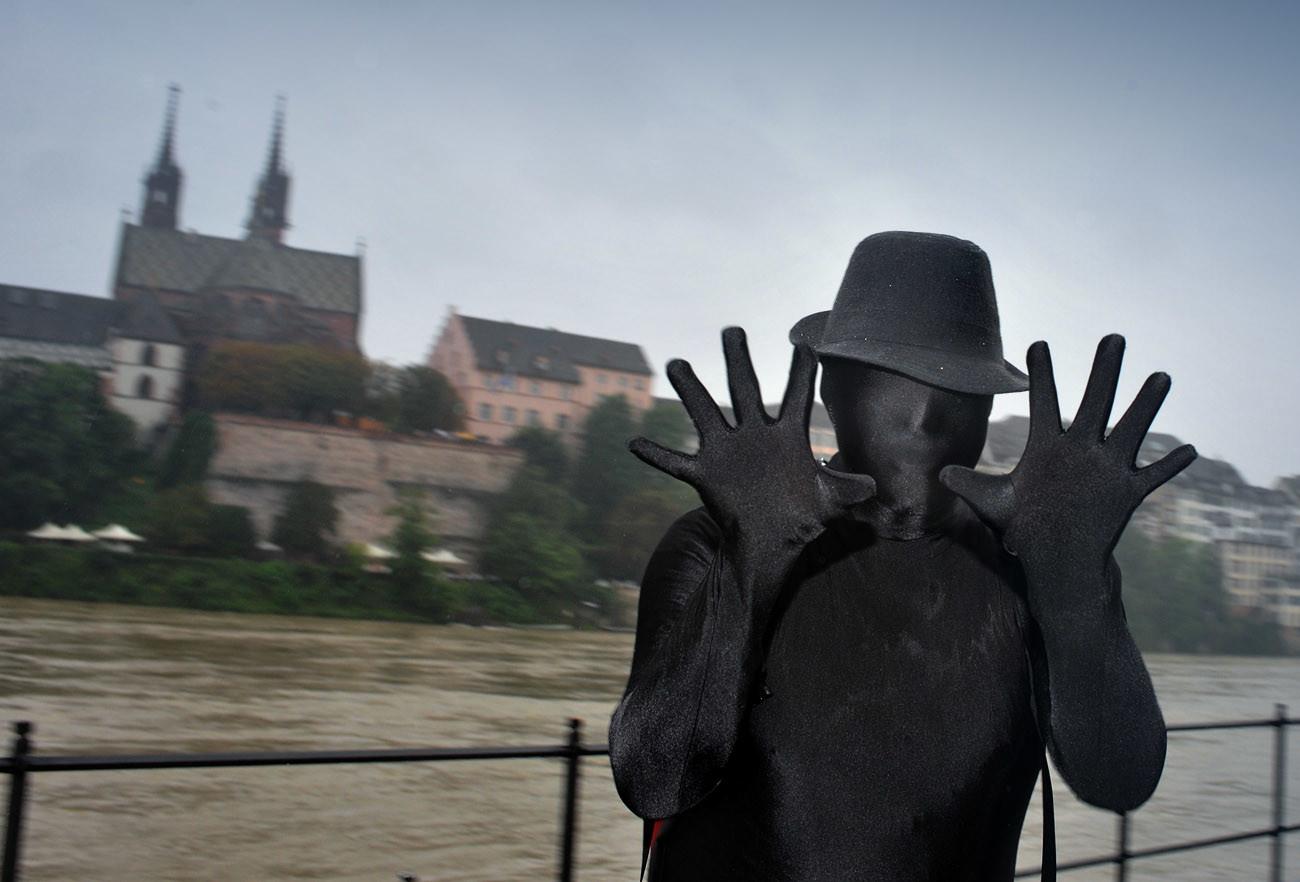 Dieser Teilnehmer an der Jungle Street Parade streckt zehn Finger entgegen. Die reichen aber bei weitem nicht aus, um alle Ve