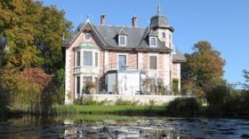 Villa «Zu den Hirzen» geht vom Geigy-Erben an die Roche über.