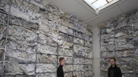 Das Bild zeigt eine künstlerische Installation aus der Ausstellung «Musée Libidinal» von 2015. Heute monieren Kritiker, d