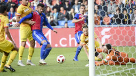 21.10.2018; Basel; Fussball Super League - FC Basel - Neuchatel Xamax FCS; Marcis Oss (Xamax) Jeremy Huyghebaert (Xamax)  und