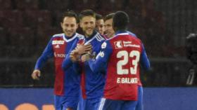 27.10.2018; Zuerich; Fussball Super League  - Grasshopper Club Zuerich - FC Basel; Luca Zuffi (Basel) Ricky van Wolfswinkel (