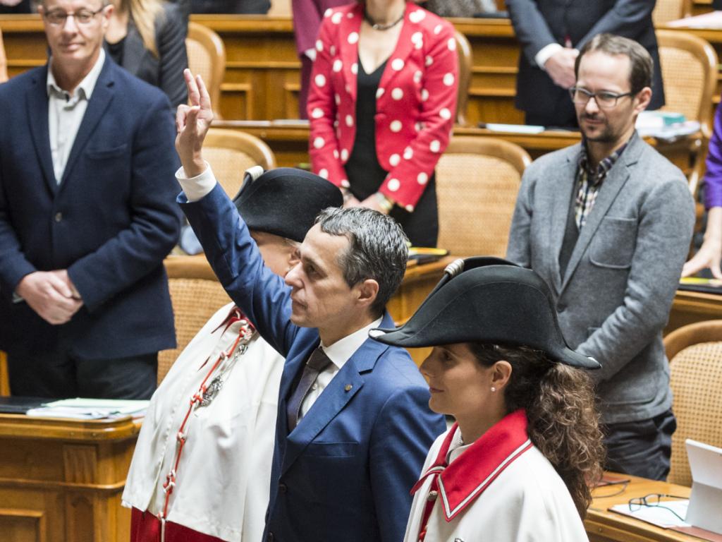 Der neugewählte Bundesrat Ignazio Cassis legt als 117. Mitglied des Bundesrates den Eid vor der Vereinigten Bundesversammlun