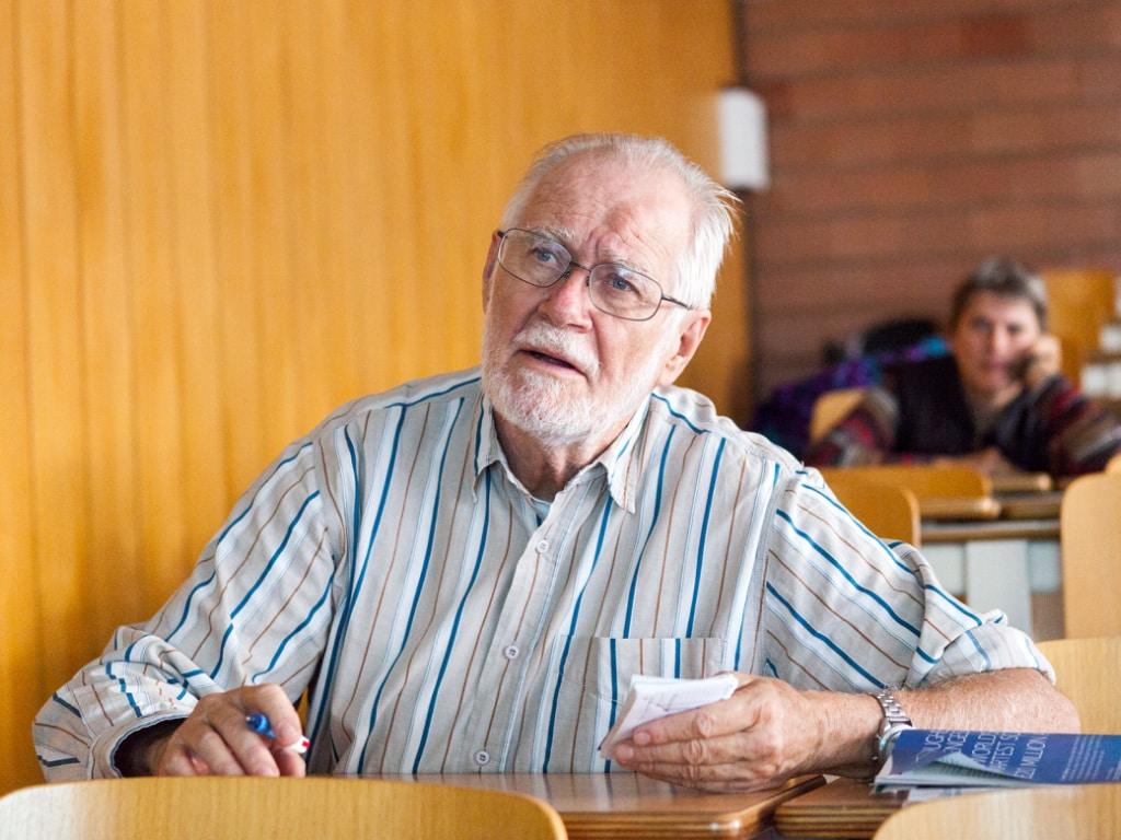 Jacques Dubochet wurde 1942 in Aigle VD geboren. Nach einem Doktorat in Biophysik in Genf und Basel war er ab 1987 Professor