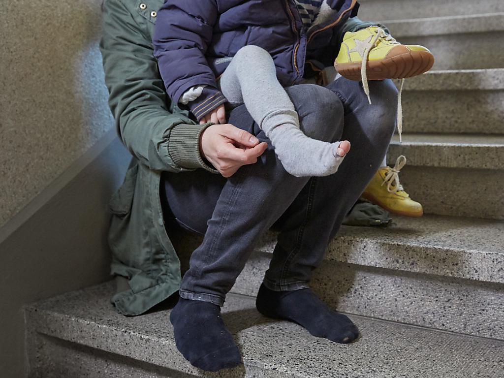 Erstmals seit drei Jahren steigt die Zahl der Sozialhilfeempfängerinnen und -empfänger in der Schweiz wieder leicht. (Theme